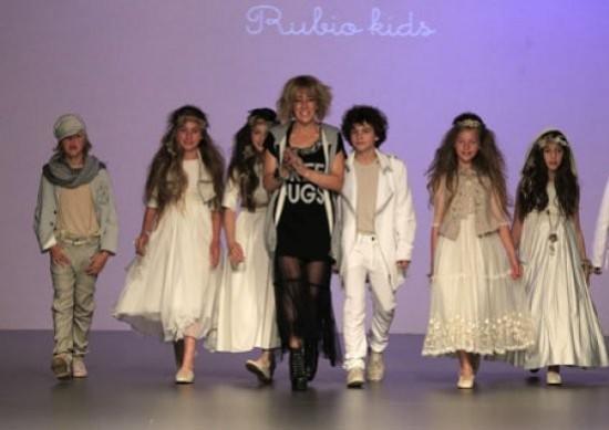 ELLA HOY-cibeles-madrid-novias-2012-hortensia-maeso-para-rubio-kids-modelos-de-comunion-y-arras
