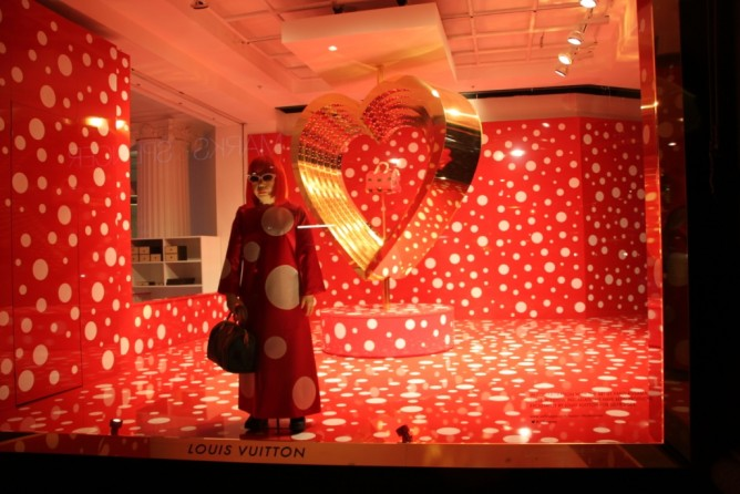 Yayoi Kusama, Selfrigies, Louis Vuitton, Portobello, Notting Hill, CAMDEN TOWN Londres, Viajar a Londres con niños, Consejos para ir a Londres, Blog de Moda Infantil y Premamá, La casita de Martina, fish and cheeps