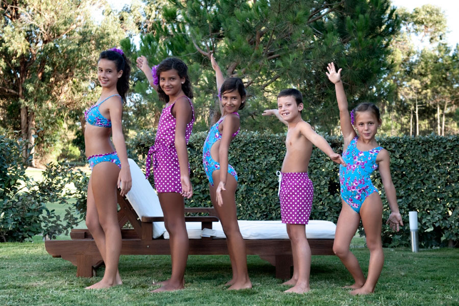 Estilismos moda infantil para ser el m s chic en la playa for Banadores para bebes piscina
