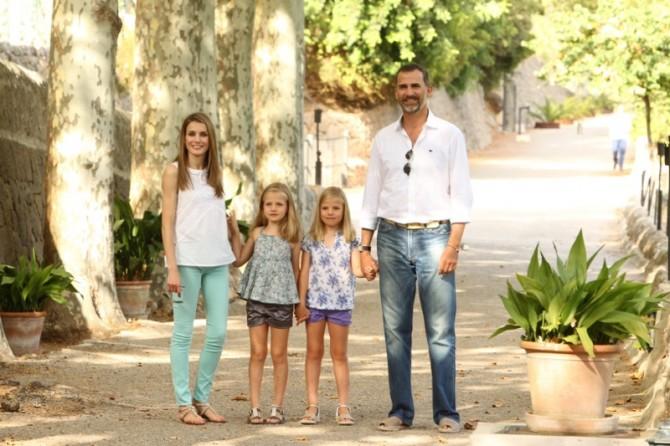 Príncipes de Asturias, Infantas Leonor y Sofía, Blog de Moda Infantil, Nanos, El lagarto está llorando