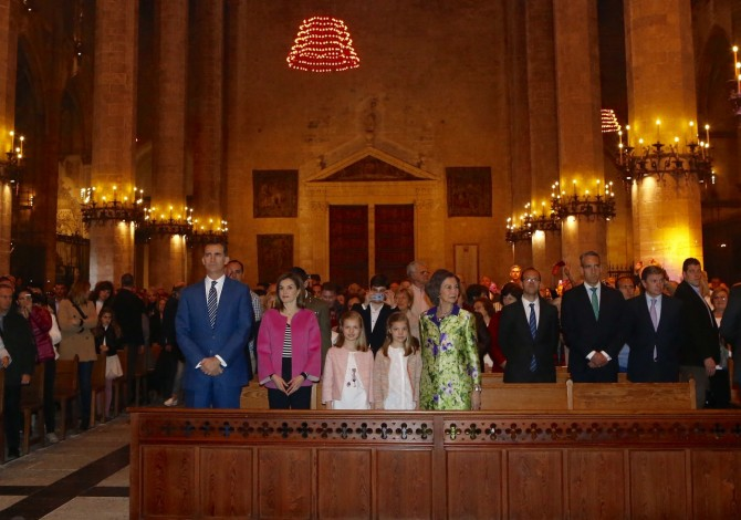 ropa Princesa Leonor, Infanta Sofia, reina Leticia, Misa de Pascua, Blog de Moda Infantil, 1