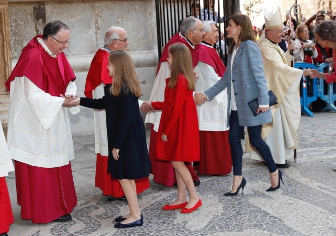 Marca de los vestidos de Leonor y Sofia, Reina Letizia, Blog de Moda Infantil, Misa de Pascua, La casita de Martina, 6