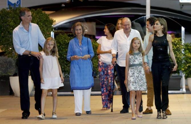 Felipe y Letizia en Mallorca, vestido princesa Leonor, vestido infanta Sofia, Blog de Moda Infantil, marca ropa de la infanta