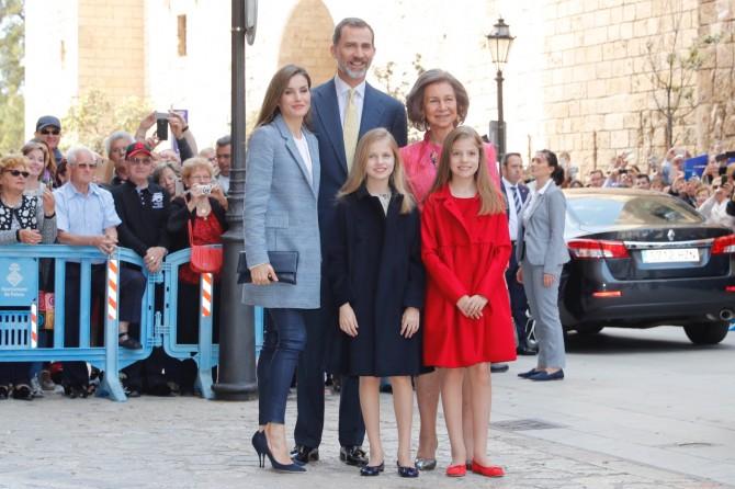 Marca de los vestidos de Leonor y Sofia, Reina Letizia, Blog de Moda Infantil, Misa de Pascua, La casita de Martina, 4